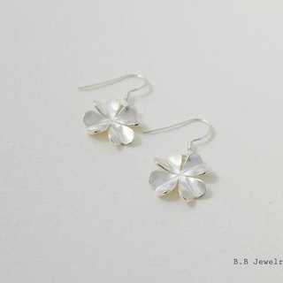 [B.B] clover earrings. 925 silver one pair of two