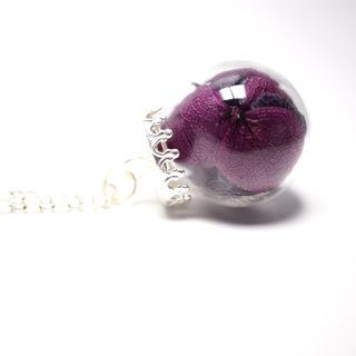 A Handmade Black and Purple hydrangea tone glass beads necklace