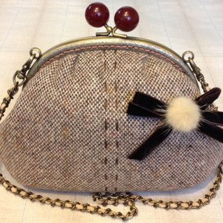 Clasp framed change handbag