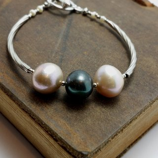 Simple style pearl bracelet ◎ between black and white