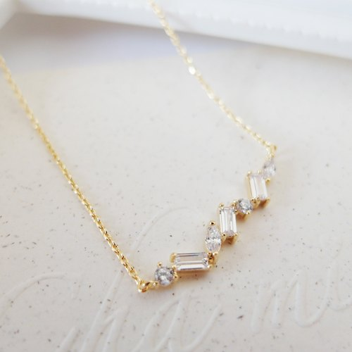Cha mimi. Simply gorgeous. Square Drill a row of round diamonds and gold short chain