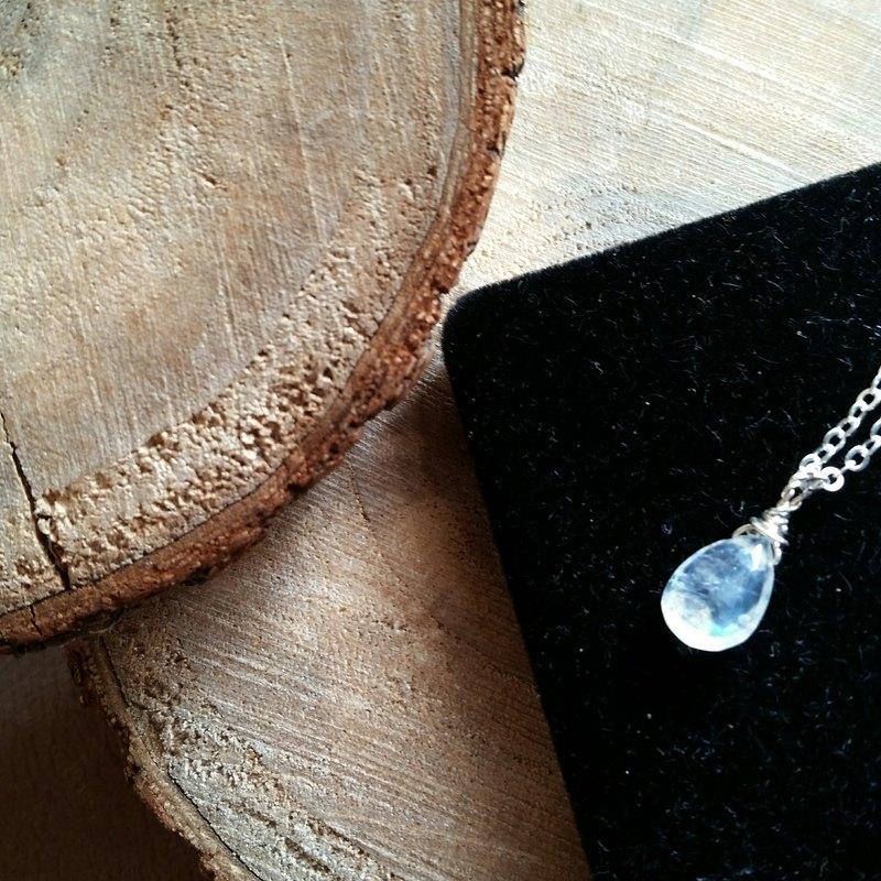 超美約10.5至11mm玻璃體月亮石 純銀鎖骨鍊