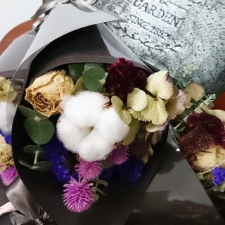 Elegant small dried flower bouquets / bouquet