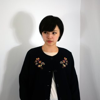 humming- Embroidered Jacket / Navy blue