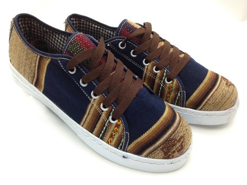 Peru handloom boys canvas shoes - size 27 blue