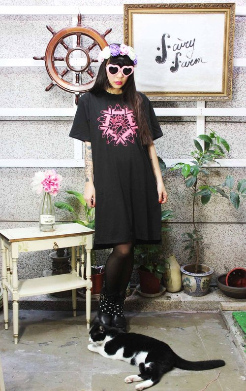 Fairy Farm Factory [FFF] design hand-printed cotton T Long black dress (pink mermaid planetary pattern)