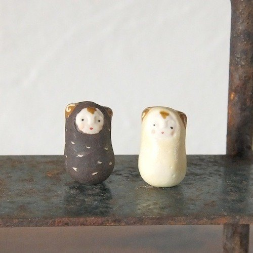 Sheep brother of ceramic dolls (2 into the group) tables decorated with ornaments