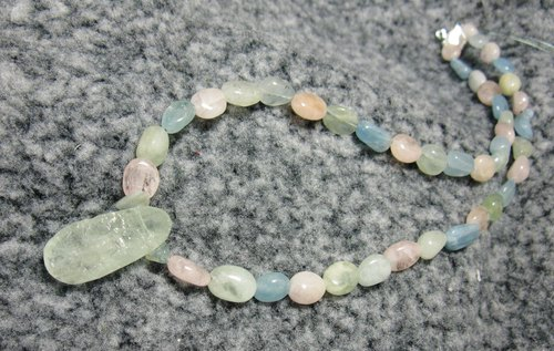Aquamarine Pendant + color ore pillar (also known as Morgan stone) necklace, lovely atmosphere -