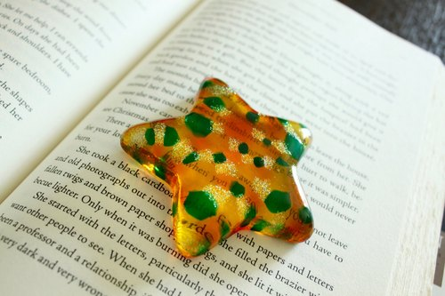 Topaz Yellow Orange Green Bokeh Effect Glass Star Decoration・Unique Book Lover Gift