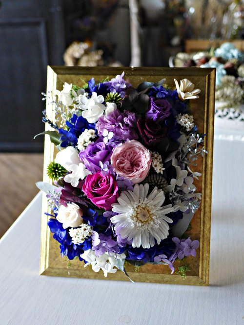 Preserved flowers frame ornaments