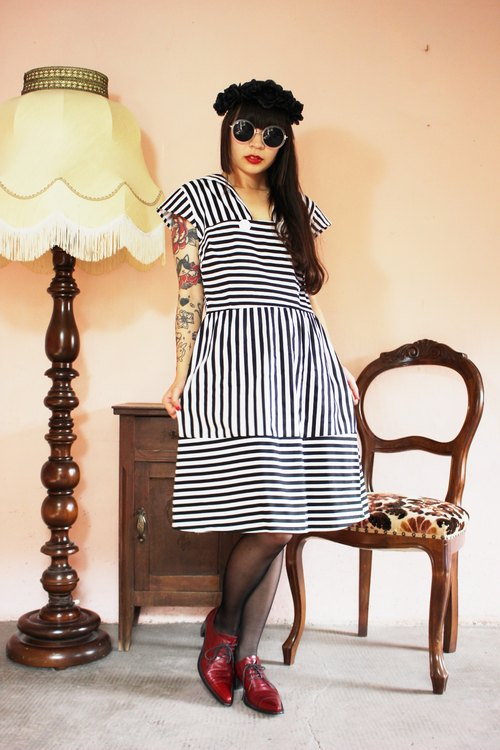 F995 (Vintage) black and white striped short-sleeved cotton dress vintage