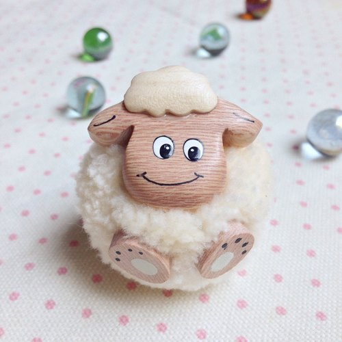 Handmade wooden [x] ♦ yarn Peng Peng small Aries smiling iron absorption