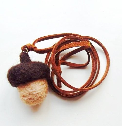 Mew in Wonderland ─ wool felt Acorn Acorn Squirrel pineal favorite fruit necklace - Biscuit