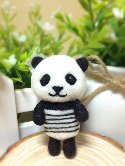 [Cream] plush handmade wool felt hand-made striped wind Panda Panda Yuan Zai headphone plug dust plug phone strap keychain birthday gift