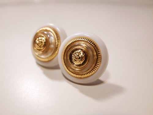 White Jinxin Ba earrings (male / clip-on)