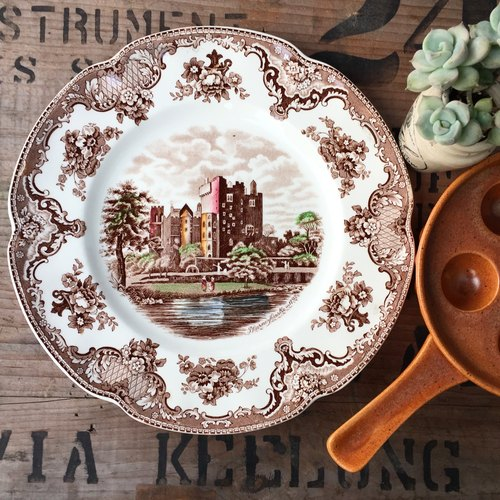 Britain made brown rustic style hand-painted blue and white porcelain plate (with tray)