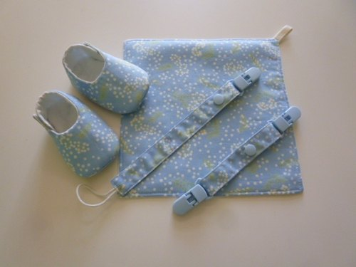 Light Blue Pu British public births gift (baby shoes + Handkerchief + pacifier clip + double clip)