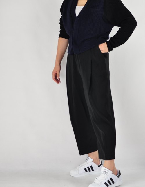 Flat 135 X Taiwanese designers retro classic high waist pants black wide pants pants pantyhose classic loose and comfortable breathable good match