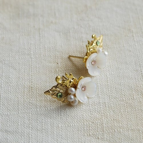 {KPC0057} carving three flower fine pearl ear acupuncture (clip-on can be changed)
