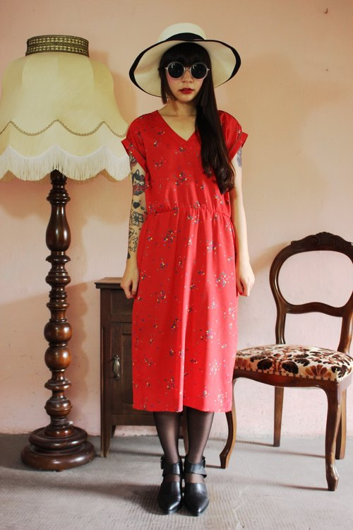 F1168 (Vintage) red color dot vintage floral short-sleeved dress