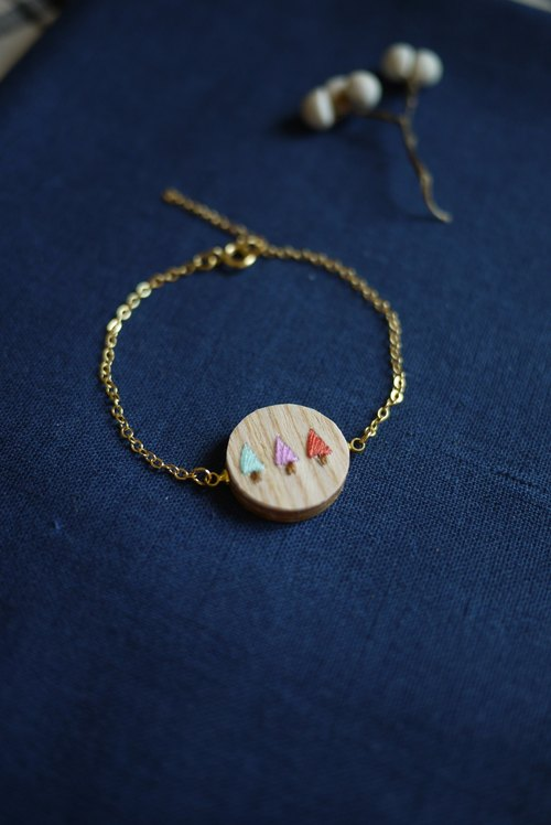 """Mori"" wooden embroidery bracelets - sweet tone"
