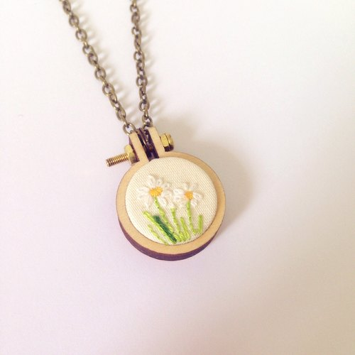 **daisy** mini hoops embroidery necklace