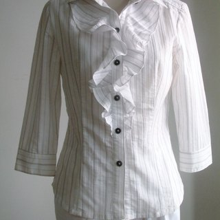 Ruffled shirt line - sleeve black and white