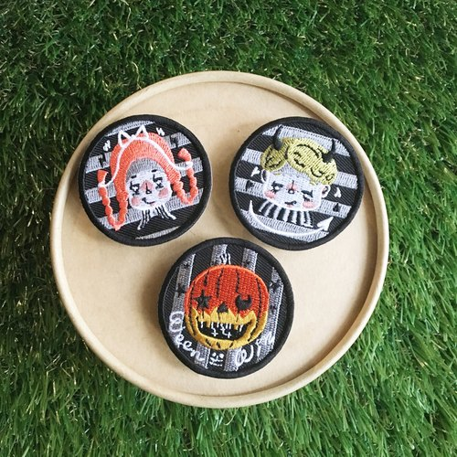 WeenWeen embroidered cloth badge