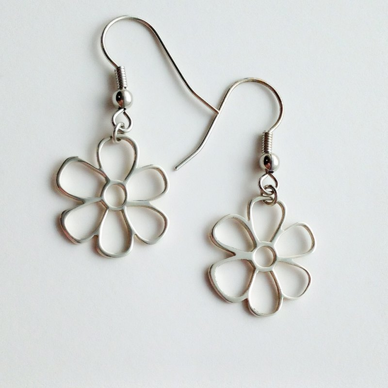 [Order production] earrings / Silver 950 Cosmos design