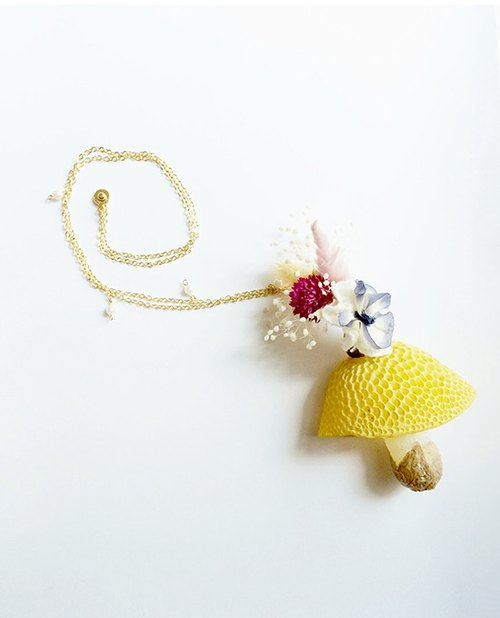 Sen female flowers necklace yellow mushrooms