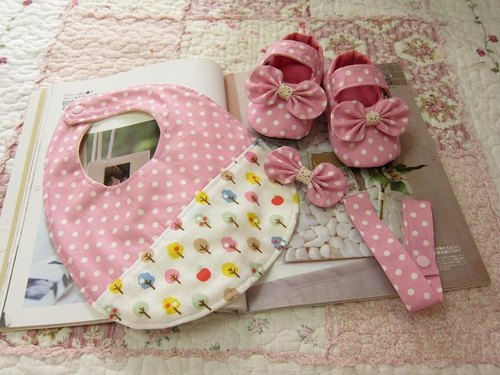 Pink little - baby baby births Groups - Baby Shoes + bibs + Pacifier chain + tweeted butterfly clip