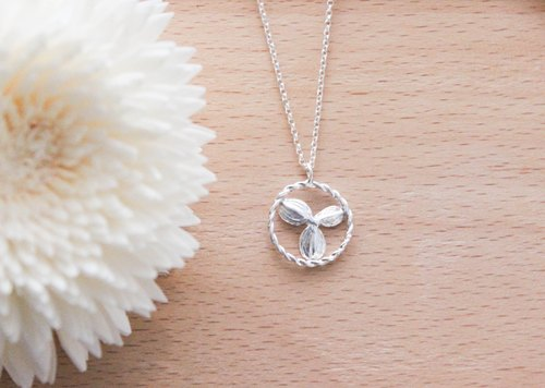 """Duckweed · fit"" Sterling Silver Necklace (small)"