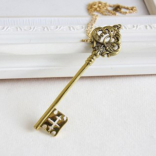 Antique Style Golden Skeleton Key Pendant / Golden Tone Brass Material / Vintage Look Jewelry Woman Accessories