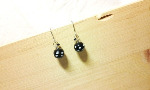 Grapefruit Wooden Handmade Glass - Little Pufeng Glass Earrings Series - Mysterious Black (free of charge)