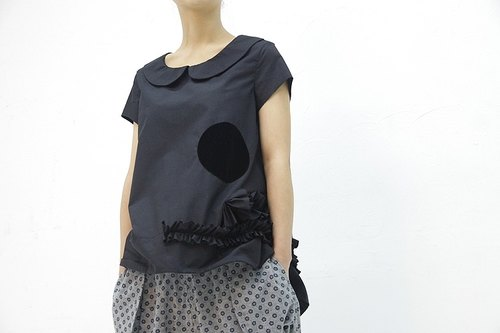 Small dots round neck lotus leaf short-sleeved vest - black - imakokoni