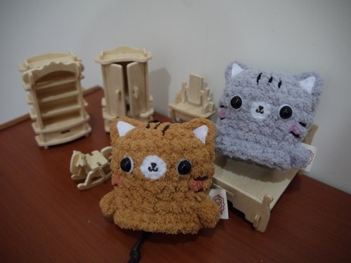 Marshmallow animals Wallets - Small Wallets (brown cat / gray cat area)