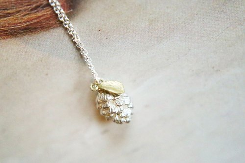 <☞ HAND IN HAND ☜> <o好事兒o> Silver - small pine cones Silver Necklace (0799)