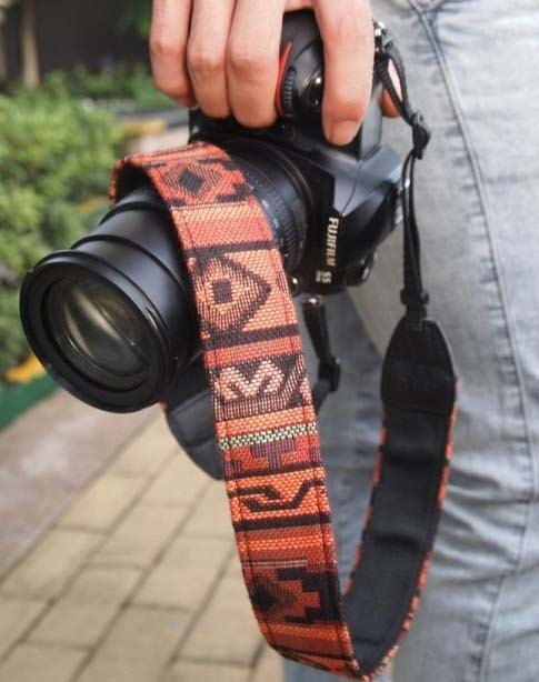 A MIN ethnic Indian red tide camera strap -201