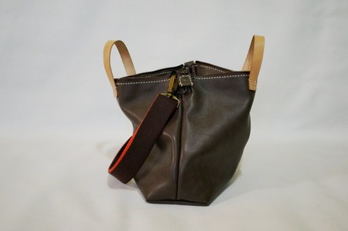 Cowhide leather handbag / shoulder bag (lack of color)