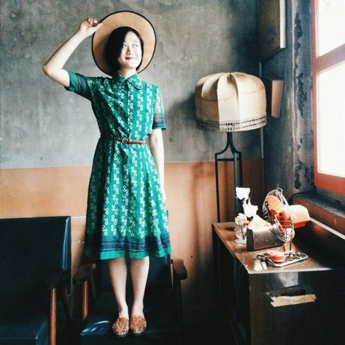 Dark green retro dresses