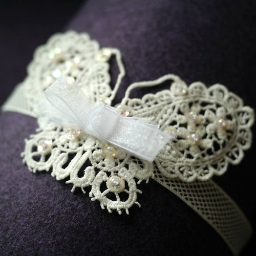 Child / Infant female flower hair band: white butterfly beaded lace hand-made refined Limited