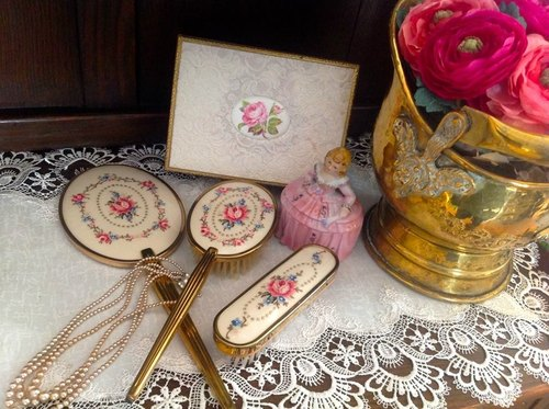 ♥ ♥ Annie crazy Antiquities Western antique jewelry in 1940 the British system hand-embroidered pink roses antique hand mirror mirror mirror