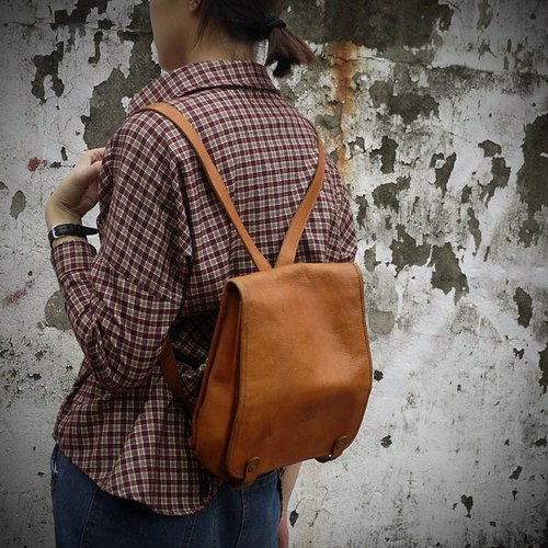 ShiKa skarn // Vintage Bag classic Italian leather backpack after il bisonte