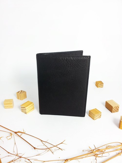 Manual single-color leather passport holder