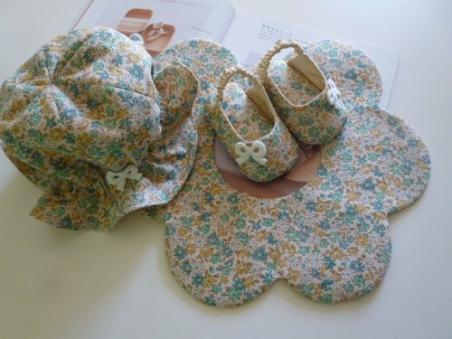 Yellow and green floral births gift three groups (infant sandals + hat + baby bibs)