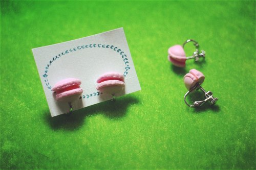 Strawberry macaroon (ear clip-on)