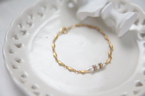 Mother's Day gift recommendation / natural freshwater pearls, diamond wheel / Gold elegant bracelet