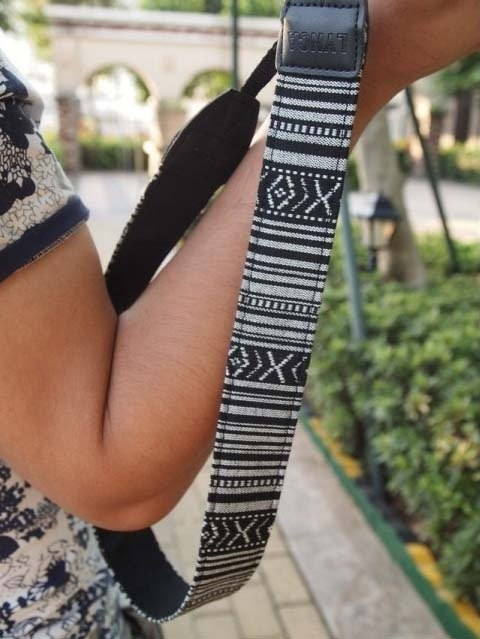 A MIN black and white fine totem of national trends camera strap -206