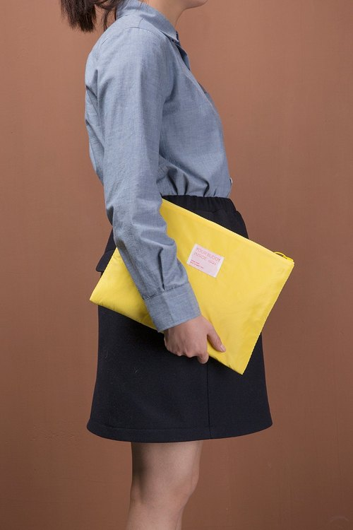 ntmy. Large memory fabric sandwich Clutch
