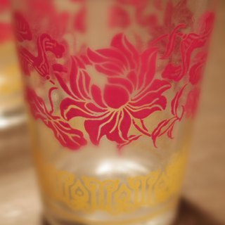 Vintage 8cm Vintage Glass early flower pattern glass